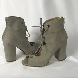 Express front lace chunky heel size 10